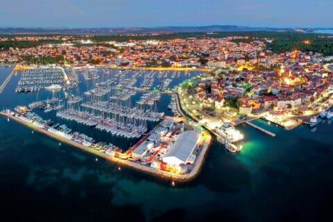 Ovo je fotografija panoramskog pogleda na Biograd Boat Show