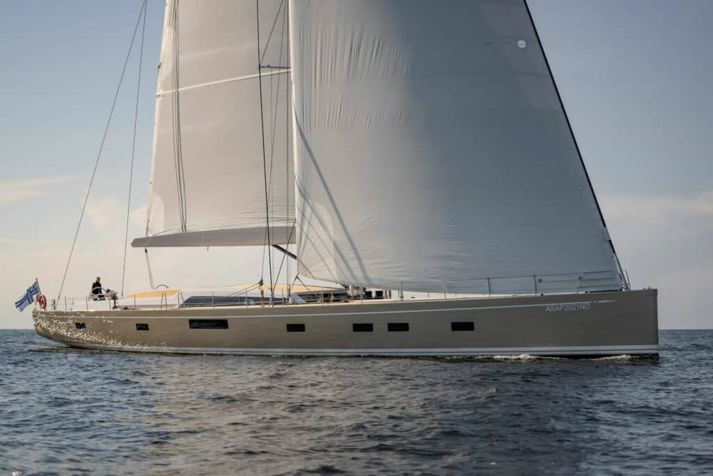Ovo je fotografija Swan 120 u plovidbi