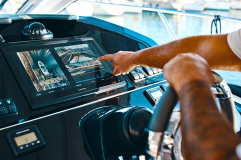 Ovo je fotografija Volvo Assisted Docking s kamerama Garmin Surround View