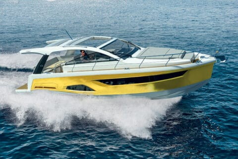 Ovo je fotografija novog modela Sealine S390
